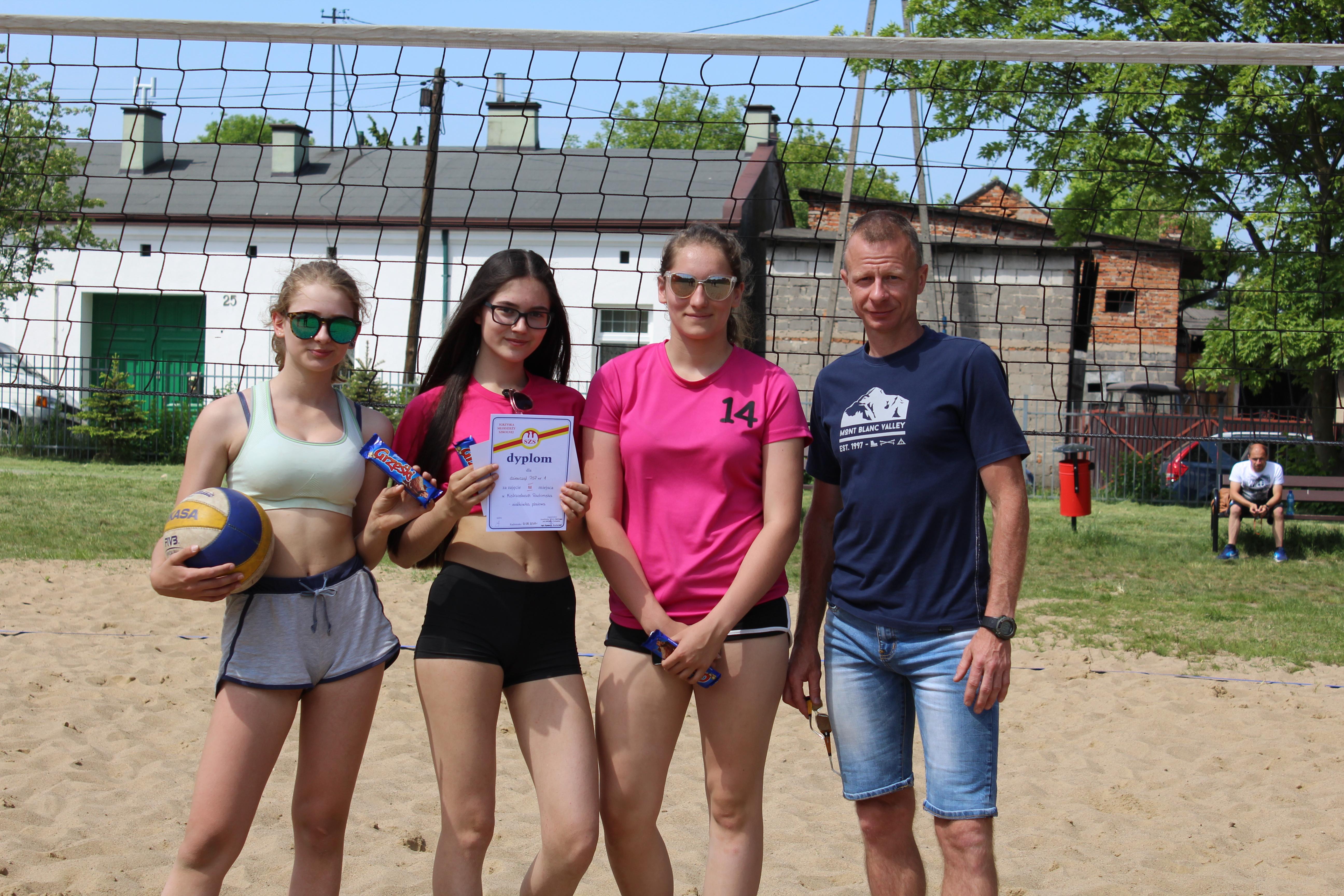 III miejsce naszych dziewcząt w Mistrzostwach Miasta w Siatkówce Plażowej